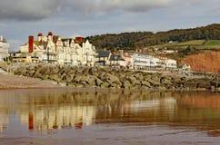 Weergeven van Sidmouth-Promenade uit het overzees wordt genomen die royalty-vrije stock afbeeldingen