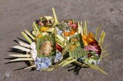 Weergeven van sommige dienstenaanbod van Canang Sari Balinese stock afbeelding