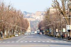Weergeven van straat Viale Papa Giovanni XXIII n Bergamo stock foto