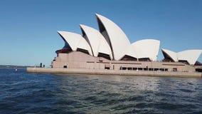 Weergeven van Sydney Opera House van Havenveerboot, Australië stock video