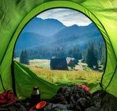 Weergeven van tent aan vallei Chocholowska in Tatra-Bergen, Polen stock foto