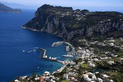 Weergeven van Villa in Anacapri op het Eiland van Capri in de baai van Napels Italië stock foto