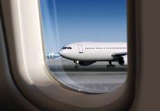 Weergeven van vliegtuig door venster royalty-vrije stock foto