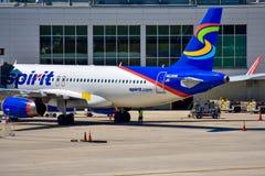 Weergeven van vliegtuig van Spirit Airlines NK bij de poort in Orlando International Airport MCO 3 royalty-vrije stock afbeelding
