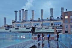 Weergeven van Zaryadye-park in Moskou bij zonsondergang stock fotografie