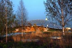 Weergeven van Zaryadye-park in Moskou, glasbrug stock foto