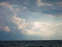 Weeropheldering op zee na het onweer in Sithonia Stock Afbeeldingen