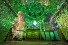 Weerspiegeld binnenland van Ali Ibn Hamza-heiligdom in Shiraz Royalty-vrije Stock Foto
