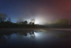Weerspiegeld licht in de rivier Royalty-vrije Stock Foto's
