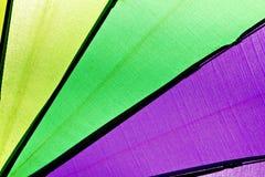 Weerspiegeld licht van kleur van paraplu. Royalty-vrije Stock Afbeeldingen