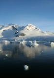 Weerspiegelde bergen & gletsjers Stock Afbeelding