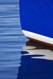 Weerspiegelde boot Stock Foto
