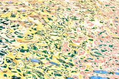 Weerspiegeling van golven kleurrijk Royalty-vrije Stock Afbeeldingen