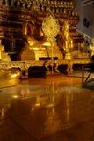 Weerspiegeling van het Onderwerpen van Mara Buddha-beeld en talipot ventilator van Wat Nah Phramen Stock Foto