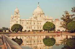 Weerspiegelingen van grote structuur Victoria Memorial Hall in Kolkata Royalty-vrije Stock Foto's