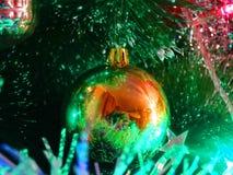 Weerspiegelingen van licht en bezinning in glanzende Orb Royalty-vrije Stock Afbeeldingen