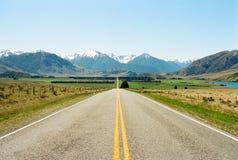 Weg aan bergen, Nieuw Zeeland Royalty-vrije Stock Afbeelding