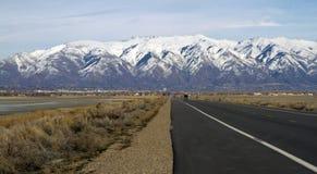 Weg aan de Bergen in Utah royalty-vrije stock afbeelding