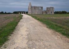 Weg aan een oude kathedraal. Stock Foto