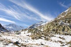 Weg aan Grote Sint-bernardpas in de winter Royalty-vrije Stock Afbeelding
