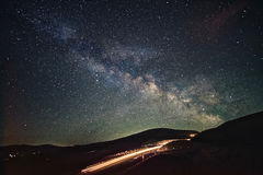 Weg aan hemel De achtergrond is volledig met sterren stock foto's