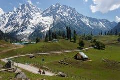 Weg aan het Himalayagebergte Stock Foto's