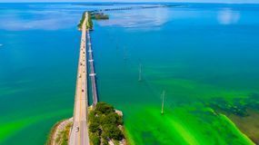 Weg aan Key West over overzees en eilanden, de sleutels van Florida, de V.S. stock fotografie