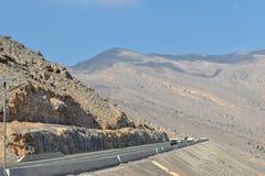 Weg aan Ras Al Khaimah Jebel Jais Mountain-Wolkenschaduwen royalty-vrije stock foto's