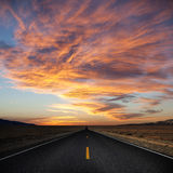 Weg aan zonsondergang. royalty-vrije stock afbeeldingen