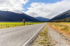Weg aan zuidelijke alpen, Nieuw Zeeland Stock Foto