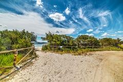 Weg auf dem Sand in Puntaldia Stockbilder