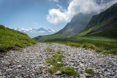 Weg in bergen royalty-vrije stock foto