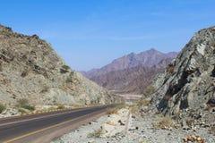 Weg in bergen Stock Afbeeldingen