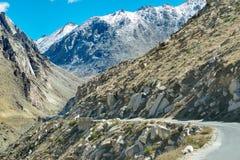 Weg, Bergen van Leh, Ladakh, Jammu en Kashmir, India Royalty-vrije Stock Foto