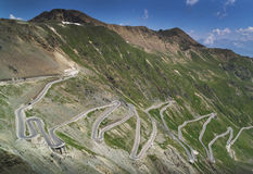 Weg bij Passo-dello Stelvio in de Alpen, Italië stock foto