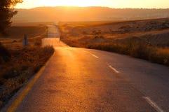 Weg bij zonsondergang stock afbeelding