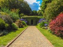 Weg in Cloudehill-Gärten Stockfotos