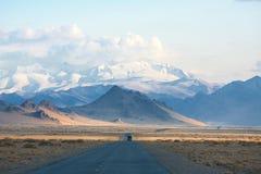 Weg in de bergen van Mongolië stock afbeelding