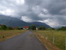 Weg in de bergen van Montenegro Stock Foto's