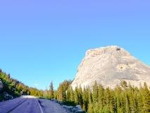 Weg 120 in de Pas van Californië Tioga royalty-vrije stock fotografie