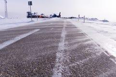 Weg in de sneeuwstorm Royalty-vrije Stock Afbeeldingen