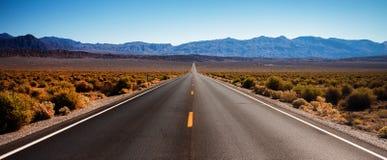 Weg in de Vallei van de Dood, Californië Royalty-vrije Stock Fotografie