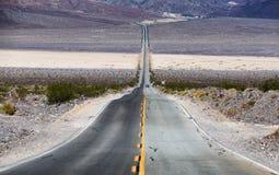 Weg in de Vallei van de Dood, Californië Stock Foto