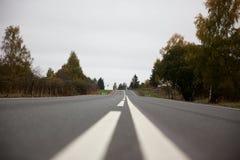 Weg in de voorsteden in Rusland Stock Fotografie