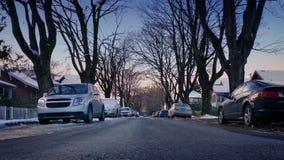 Weg in de Wintervoorsteden bij Zonsondergang stock footage