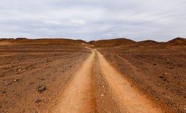 Weg in de woestijn de Sahara Stock Foto's