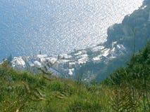 Weg der Götter, Positano von oben lizenzfreies stockbild