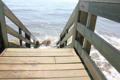 Weg, der geht auf den Strand zu setzen Stockfotos