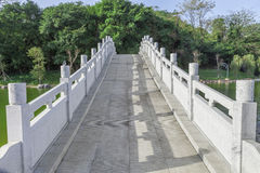 Weg der Steinbogenbrücke Lizenzfreie Stockbilder