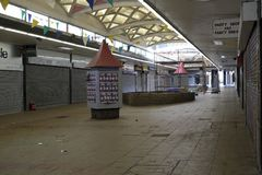 Weg des Verminderungseinkaufssäulengang St George `` in Croydon stockfotografie